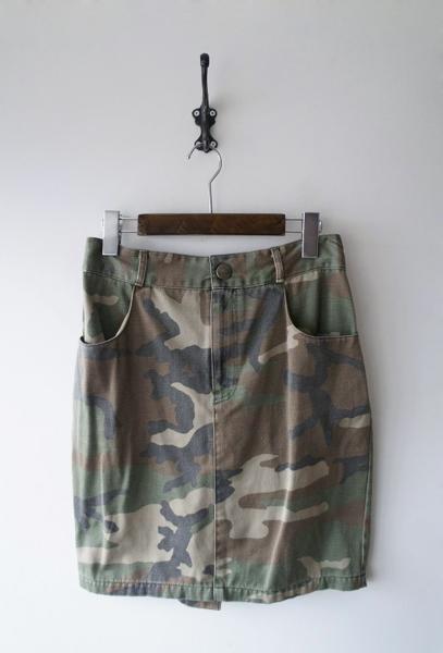 迷彩柄膝丈スカート