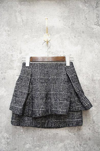 ツイードペプラム風スカート