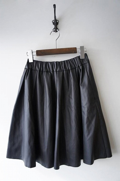 フェイクレザーギャザースカート