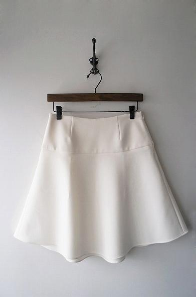 トリアセボンディングペプラムスカート