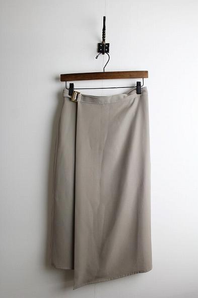 バックルベルトラップスカート
